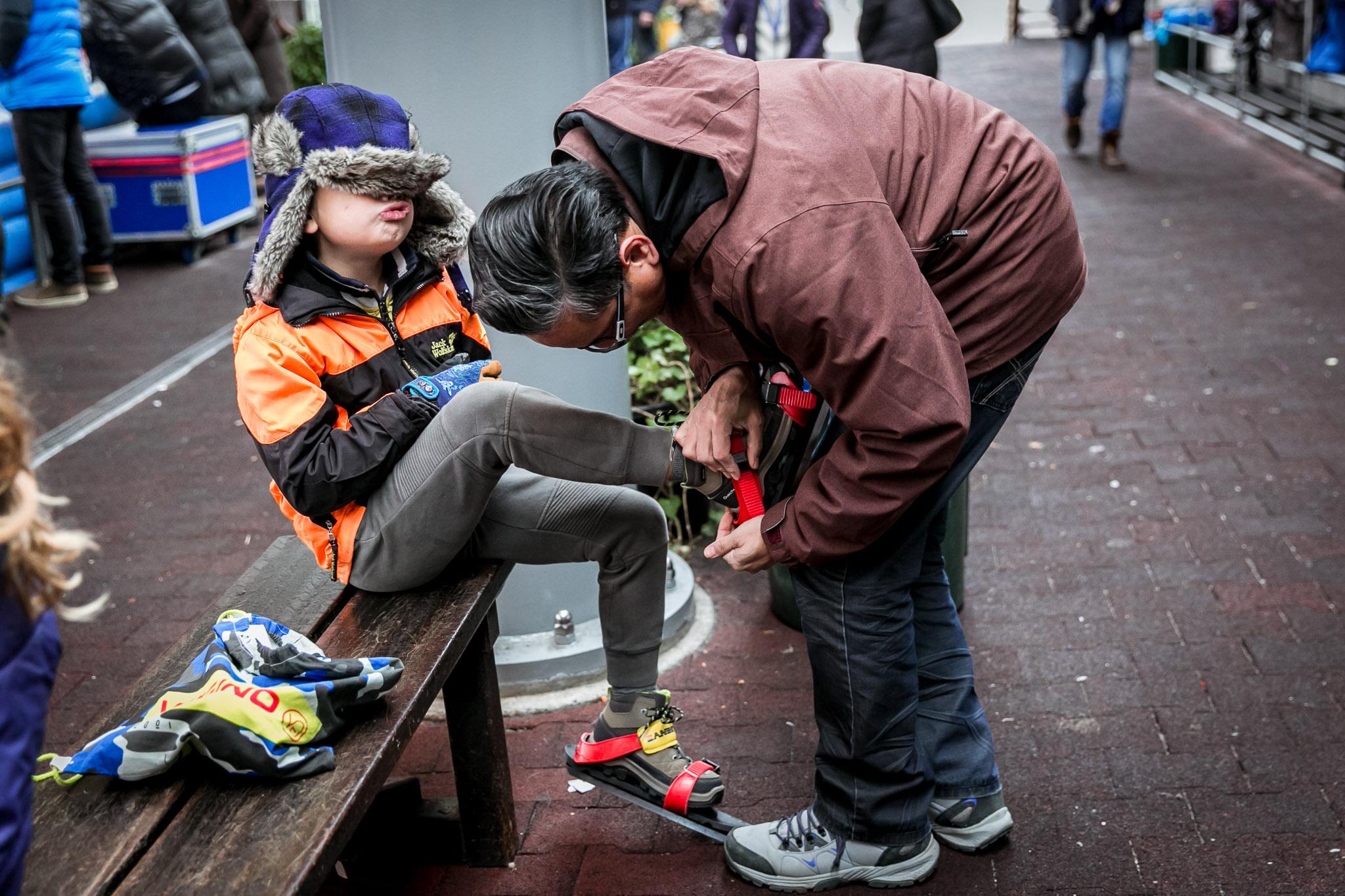 Zoontje gaat schaatsen op de kunstijsbaan in Haarlem