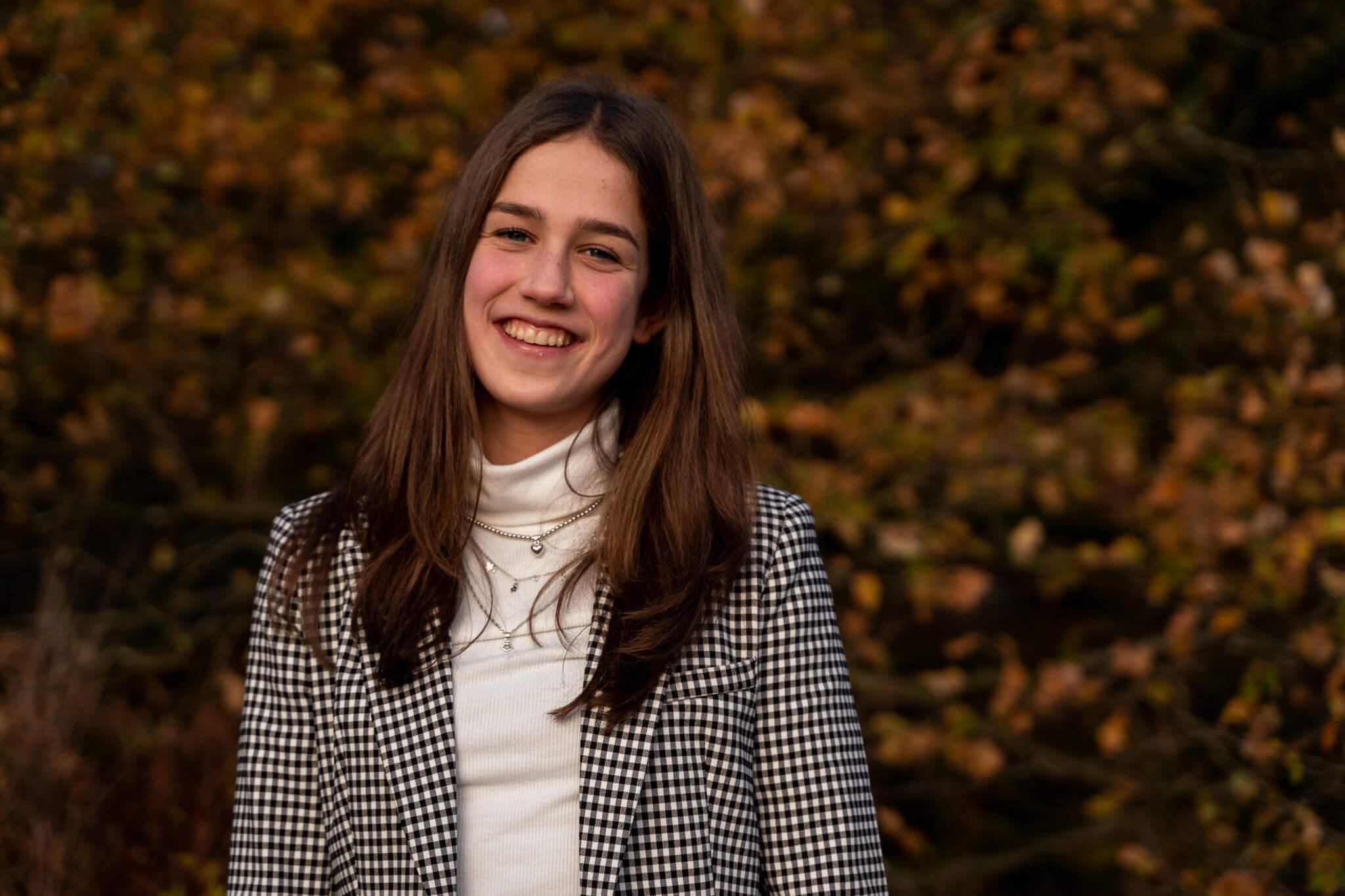 Een mooi portret van een tienermeisje gefotografeerd door Sandrinos Fotografie uit Purmerend